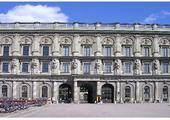 Pałac królewski. Warto go zobaczyć ze względu na ciekawe wnętrza, stroje koronacyjne czy salę koronacyjną mieszczącą się  na jego ostatnim piętrze.