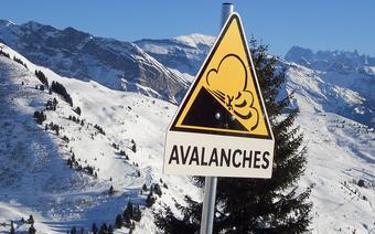 Bezpieczne ferie zimowe. Lawina, zagrożenie lawinowe