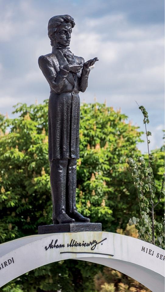 Pomnik młodego wieszcza w Solecznikach