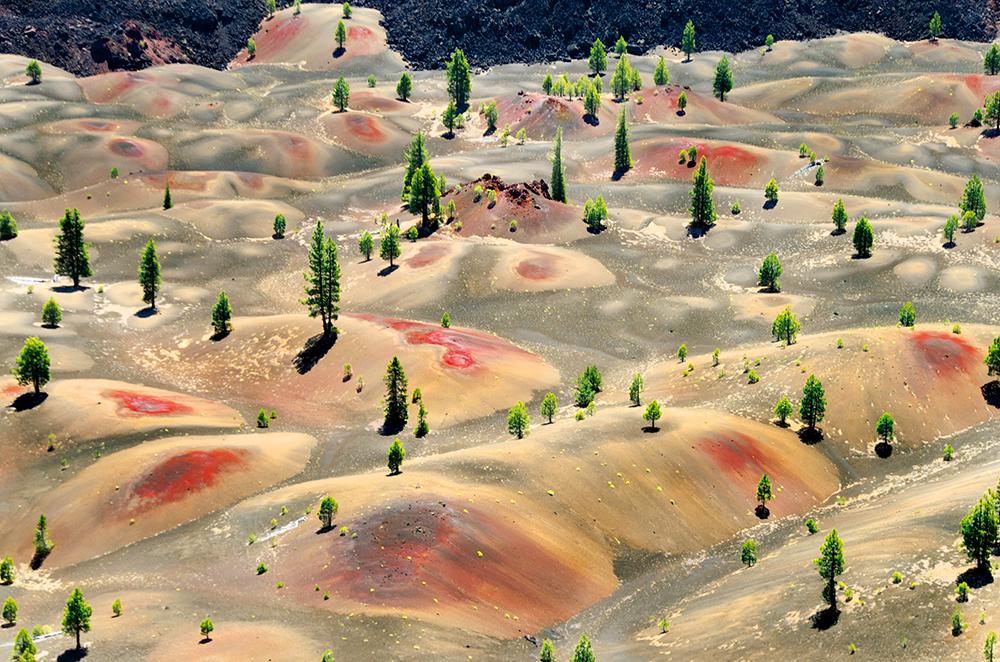Wydmy u stóp Cinder Cone w Parku Narodowym Lassen Volcanic